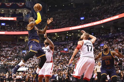 Irving también aportó /Foto AP