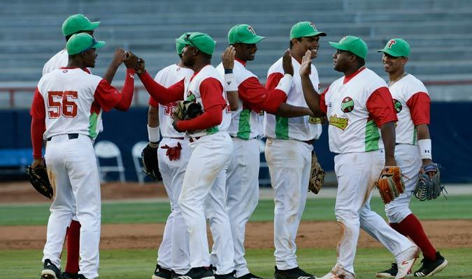 El conjunto de Cuba celebrando el triunfo/ Foto AP