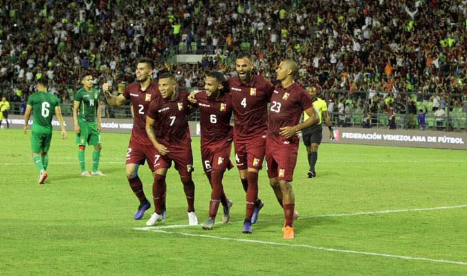 El equipo venezolano emocionado por sus goles/ Foto César Suárez