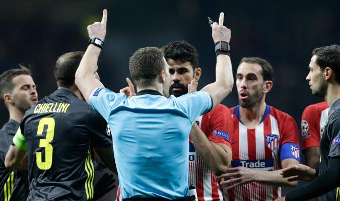 El VAR fue protagonista en un duelo que terminó ganando el Atleti/ Foto AP
