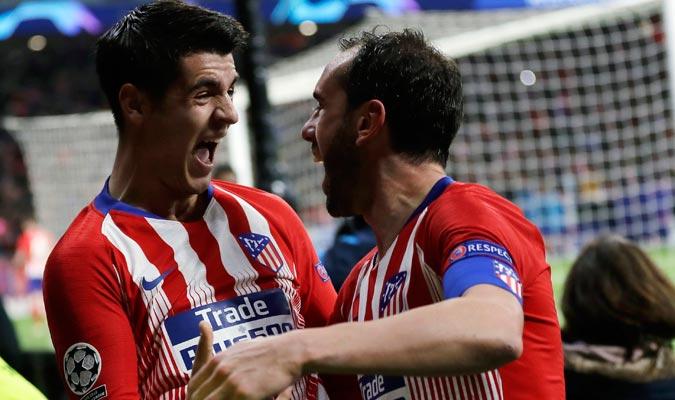 Morata fue le primero en celebrar con Godín el segundo gol del partido/ Foto AP