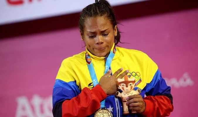 La criolla lloró cuando se entonó el himno nacional / Foto: Twitter (@OfficialCOV)