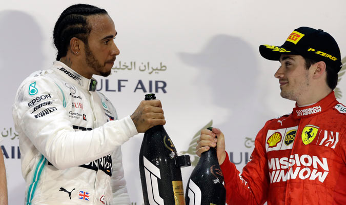 Hamilton hablando con Leclerc del resultado/ Foto AP