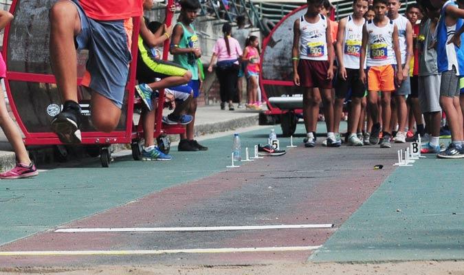 La pista de salto largo tampoco se ha mejorado/ Foto David Urdaneta