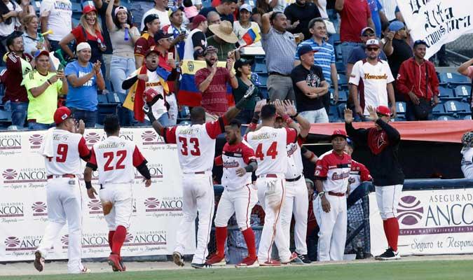 Cardenales celebrando la carrera de Ravelo/ Foto AP