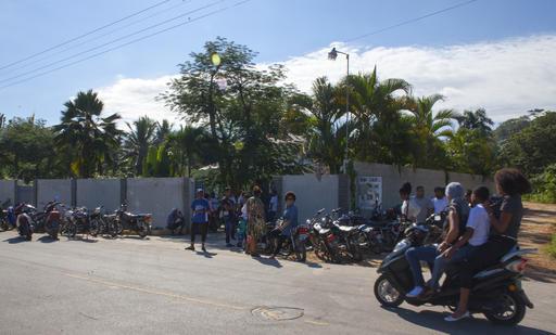 Muchos niños fueron a despedir a Ventura /Foto AP