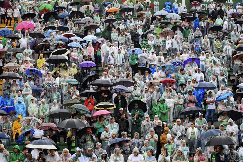 Miles de aficionados se acercaron al Arena Condá | Foto: EFE