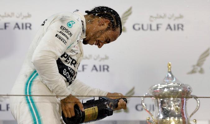 Hamilton celebrando su gran triunfo/ Foto AP