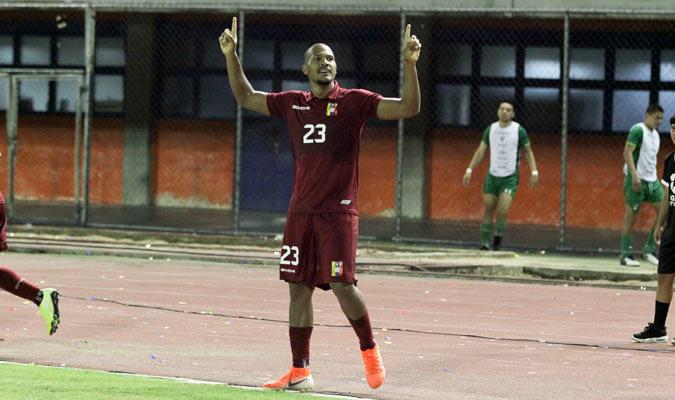 Rondón celebra uno de sus goles/ Foto César Suárez