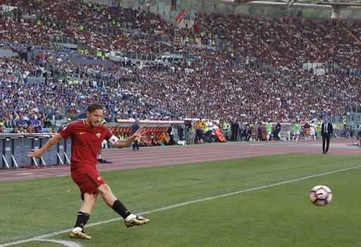 El último tiro de esquina cobrado con la Roma  /Foto AP