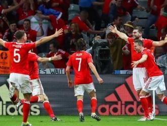 Gales celebrando su histórico acceso a semis./EFE