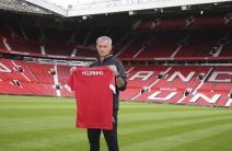 Mourinho fue presentado oficialmente por el United