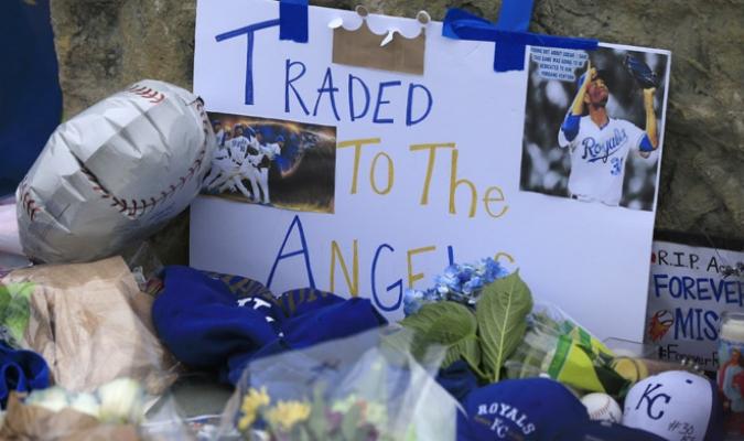 Los aficionados expresaron su tristeza /Foto AP
