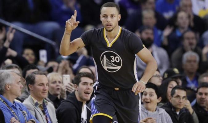 Stephen Curry y sus Warriors siguen imparables /Foto AP
