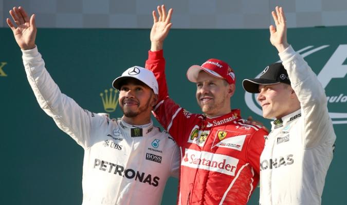 Vettel consiguió la victoria y los pilotos de Mercedes lo escoltaron /Foto AP