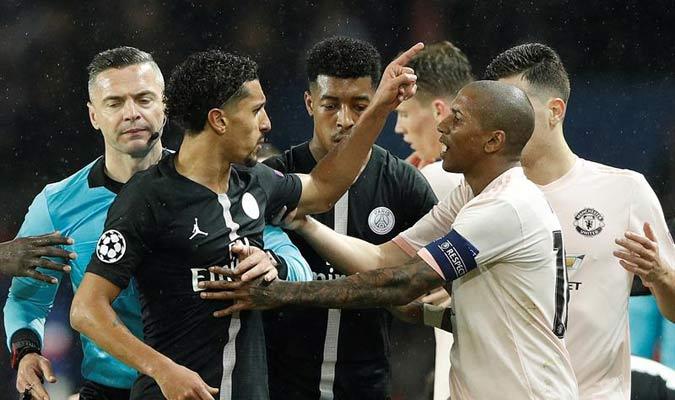 Marquinhos discute con Young // Foto: EFE