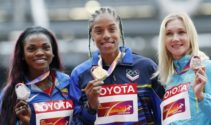 La criolla no dejó de sonreír en lo más alto del podio /Foto EFE