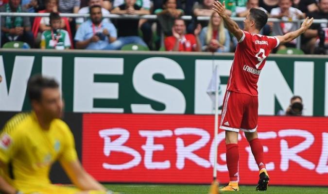 Robert Lewandowski marcó doblete | EFE