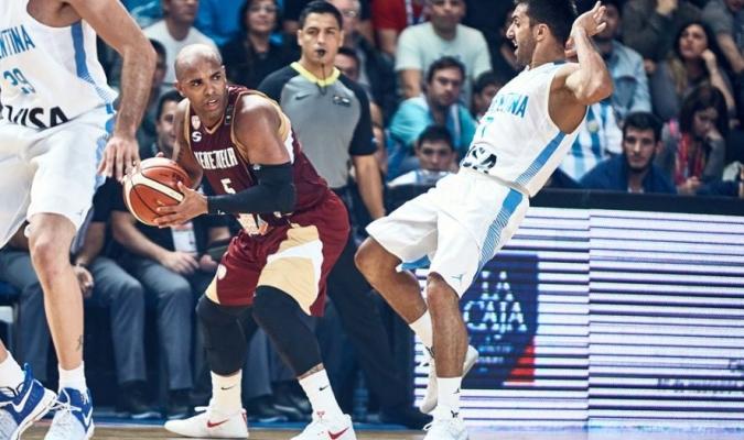 Vargas lo intentó / FIBA