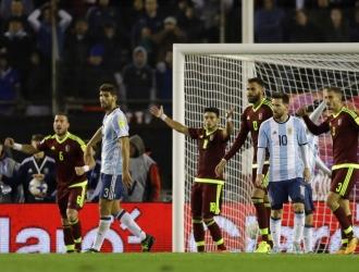 Argentina se complicó tras el empate /Foto AP