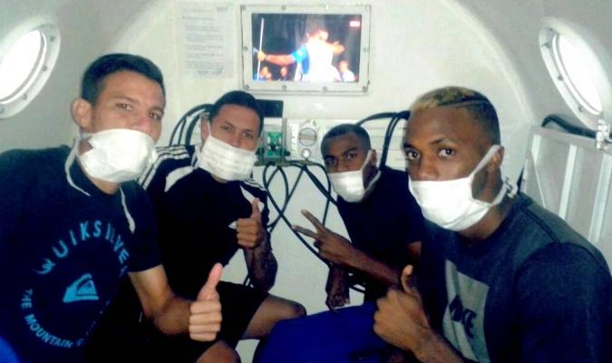Deportistas se recuperan en cámara hiperbárica. Carthago Servicios Técnicos.