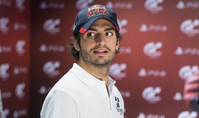 Sainz destacó el calor que hace en el coche al competir en Singapur/ Foto EFE