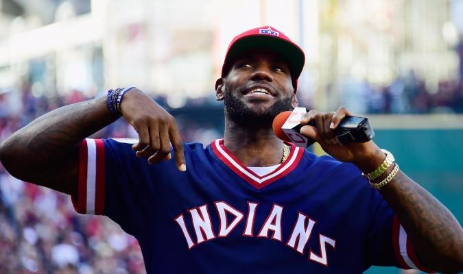 LeBron James estuvo en la Serie Mundial animando a los Indios /Foto cortesía