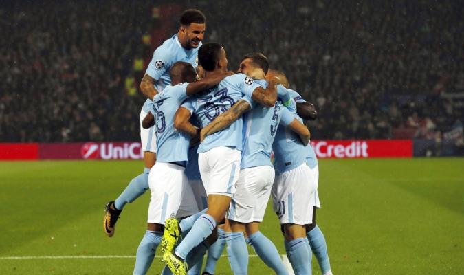El Manchester City durante su último entrenamiento /Foto AP