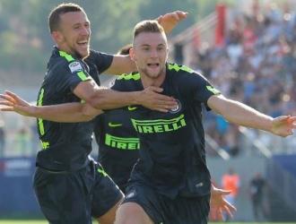 Milan Skriniar e Ivan Perisic marcaron gol    TW: @adeyuda1908