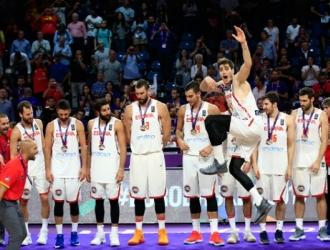 España pasó la página y tiene la mira en los próximos torneos / Foto AP