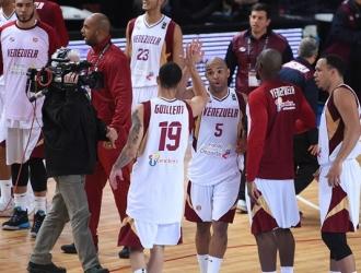 La selección nacional le dio la bienvenida a su nuevo miembro / Foto FIBA