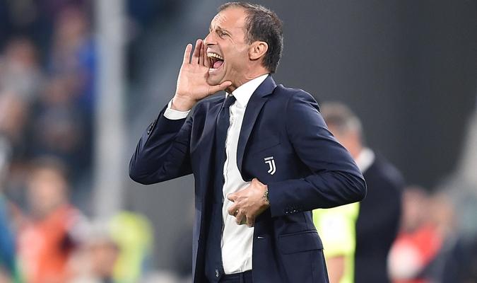 El italiano dando indicaciones durante el partido / AP