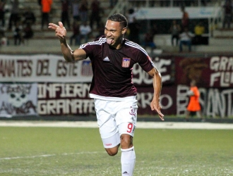 El autor del gol celebrando / @AsociacionFUTVE