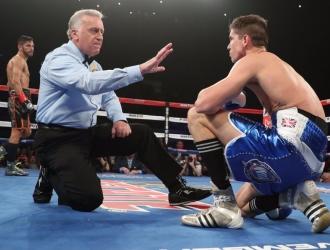 Linares tumbó a su rival / HBO Boxing
