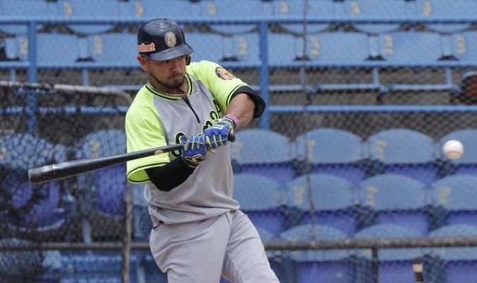 Trabajo de ofensiva y los lanzadores en el Univesitario /Foto Alberto Torres Lamprea
