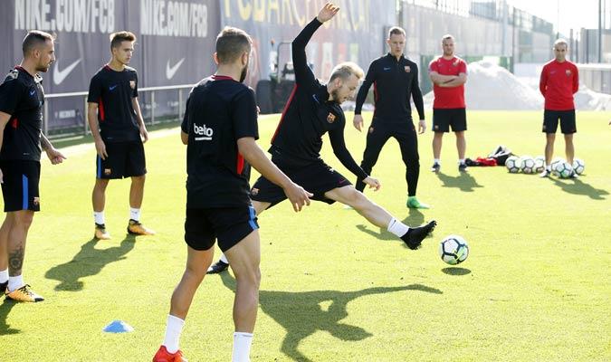 Rakitic durante el entrenamiento/ Foto fcbarcelona.es