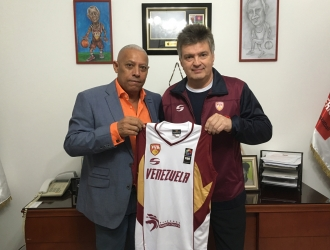 Junto al presidente Carmelo Cortez | PRENSA FVB