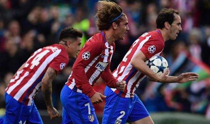 Giménez y Godín con Atlético / AFP