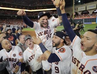 Astros celebrando / AP