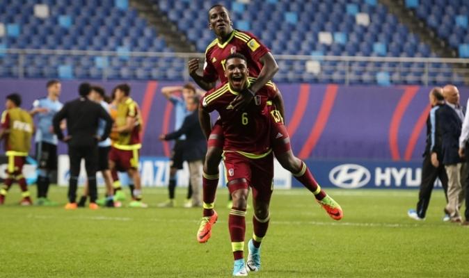 Hurtado y Makoun / FIFA