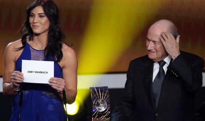 Hope Solo y Joseph Blatter / Archivo