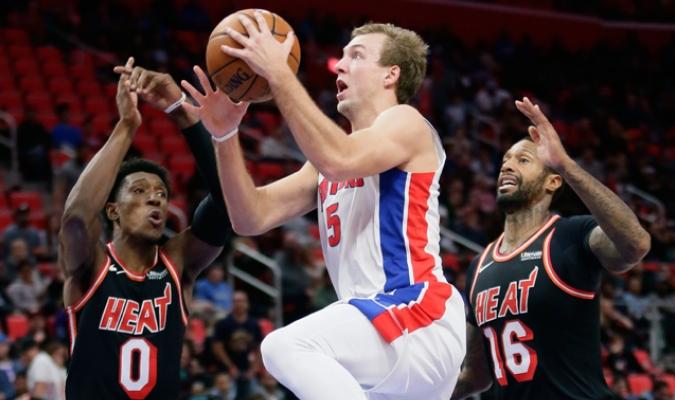 Detroit doblegó al Heat / AP