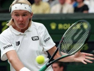 Fue exaltada al salón de la fama del tenis en 2005   AP