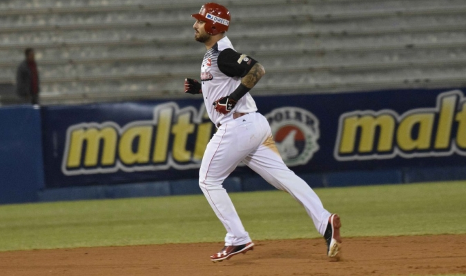 Ravelo recorriendo las bases tras su jonrón / @CardenalesDice