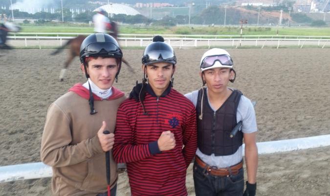 Ávila (I) se asoma como otro de los prometedores látigos en la pista La Rinconada | TW: @RubenEdua