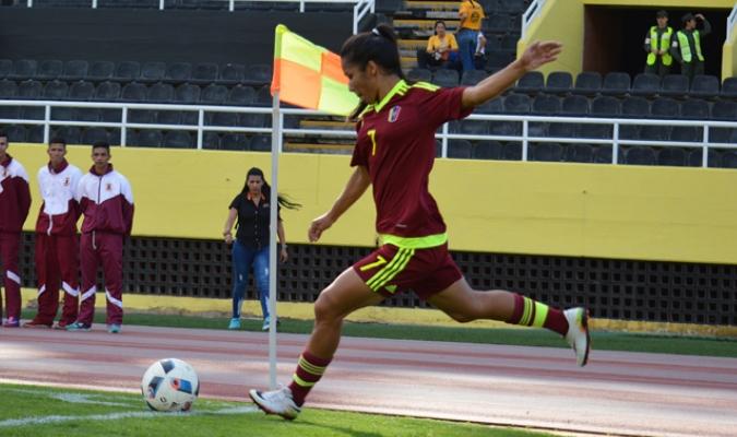 Villamizar cobró un tiro de esquina / Foto Prensa Femenino FVF