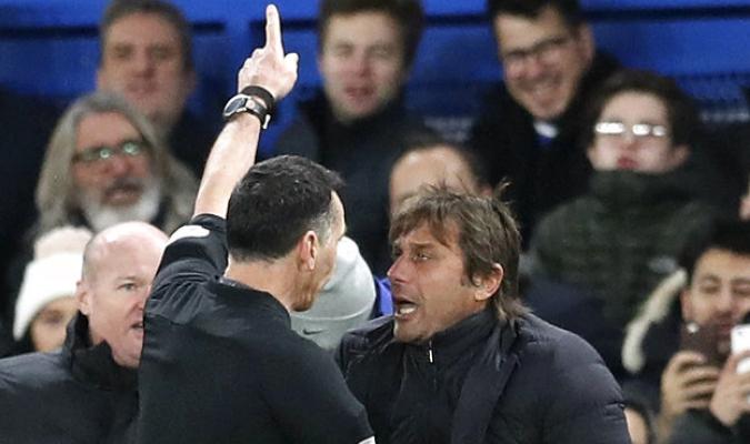 El entrenador protestó porque a su juicio el portero tardaba en sacar| AP