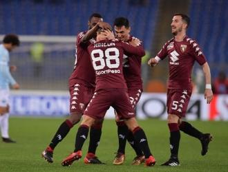 Tras su gol es felicitado por sus compañeros / @TorinoFC_1906
