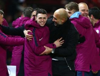 Guardiola celebrando en el campo/ Foto AP