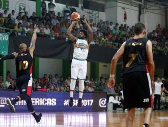Estudiantes sumó triunfo en casa y sigue con vida / Foto FIBA